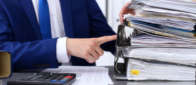 Accountant doing Bookkeeping - Numerico