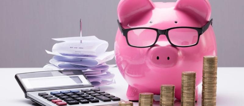 Piggy bank, calculator, coins, receipts - Numerico