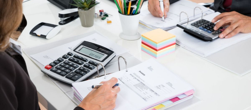 Accountants doing bookkeeping - Numerico - CPA Near Plymouth